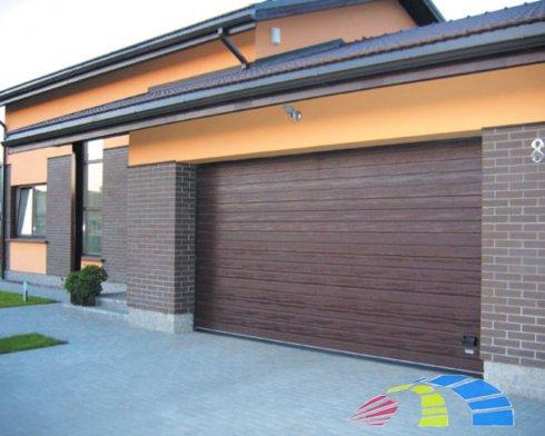 Какие плюсы имеют гаражные секционные ворота
