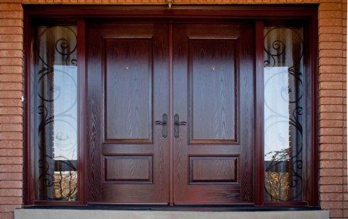 Входные деревянные двери: особенности и преимущества